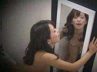 試着室で「測ってもらっていいですか?」セクシー下着を見せる痴女「シーッ!」フェラしてハメさせる