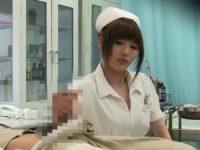 おしっこを取ってもらう患者がチ○ポを触られるとピンコ立ち!手コキで噴水のように発射