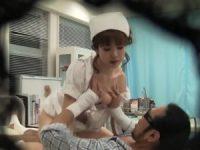 新人看護婦にそそり勃つデカチン見せつける患者!おしっこをこぼされ激怒してハメる