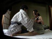 素泊まり民宿の世話好きな女将さんに朝立ちチ○ポを握らせる「いいですよ!」フェラ抜きしてくれる