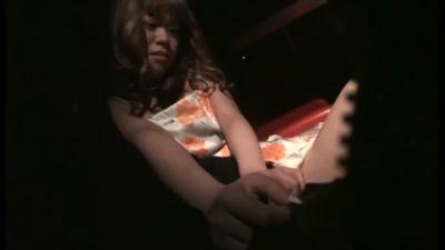 キャバ嬢にチ○ポ出して店内ヌキ依頼!テーブルの下で手コキしてくれるキャバ嬢