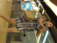 店内パンチラ盗撮!タイトでも少しの隙間から柄パンツを狙われるモデル系美女