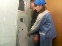 おしっこ中に後ろからそっとチ〇ポをシゴいてフェラチオしてくれるトイレ掃除婦