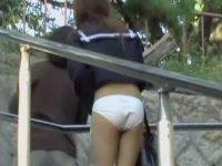いきなりスカート剥ぎ取り!一瞬で純白パンツだけの恥ずかしい姿になる制服ギャル