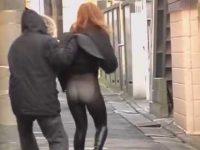 強襲スカートめくり!前から来たおばちゃんにもパンスト越しパンツを見られる女性