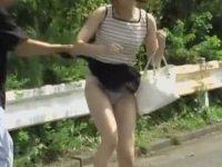 強襲スカート剥ぎ取り!いきなりパンツだけの恥ずかしい姿にされて慌てる女性たち