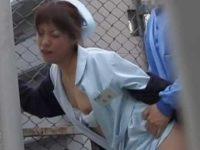 病院セックス盗撮!お金を握らされるとこっそり屋上で一発ヤラせてあげる看護婦