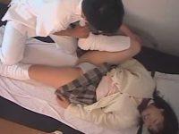 制服娘のパンツを食い込ませおま〇こは触らなくてもアナルを責めまくるマッサージ師