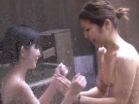 露天風呂盗撮!お互い小さいおっぱいで恥じらいながら体を洗い合う貧乳ギャル2人組