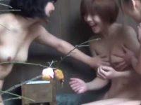 露天風呂盗撮!おっぱい談義で盛り上がりCカップ美乳を標的にしてみんなで鷲掴み