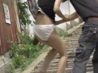 後ろからスカートめくり!無理やり引っ張るとビリビリに破れて純白パンツ丸出し