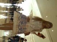 コスプレパンチラ盗撮!ひらひらドレスの中はマンスジ食い込みパンティーの美少女