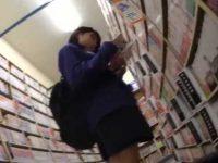 本屋パンチラ盗撮!立ち読みしてじっとしてると前からも見られちゃうミニスカ制服娘