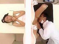 セクハラ診察盗撮!分娩台でおま〇こを大きく広げると医師に舐められ感じちゃう美乳娘
