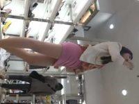店内パンチラ盗撮!近づくだけでパンツが見えちゃう短すぎるスカートのモデル系美女