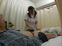 病室でこっそり手コキ!勃起チ〇ポを見せても微笑んでくれる看護婦にお願いしてシコシコ