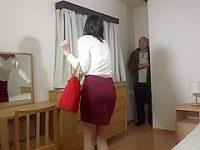 不法侵入痴漢!下着を物色するマンション管理人と鉢合わせしてお尻を鷲掴みされる女子
