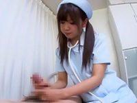 病室でこっそり手コキ!聴診器でチ〇ポを診てくれる看護婦にシコシコされて発射