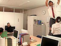 仕事中にバレないようにフェラ!蛍光灯を換える男性社員の体を支えながらしゃぶる痴女OL