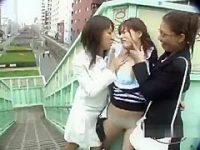 野外レズ痴漢!歩道橋で美女を襲いおっぱい丸出しにしてベロベロキスする痴女2人組