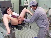 産婦人科クンニ痴漢!分娩台でぱっくり広げた患者をペロペロしてイカせちゃう用務員
