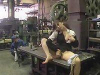 倉庫でこっそりオナニー!作業員に見られても慌てずチ〇ポをしゃぶってあげる痴女OL