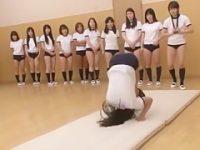 開脚前転や伸脚運動で大きく股を広げブルマを食い込ませちゃうぴちぴち体操服娘たち