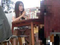 オープンカフェ座りパンチラ!会話に夢中でお股が緩みすぎの丸見えミニスカギャル