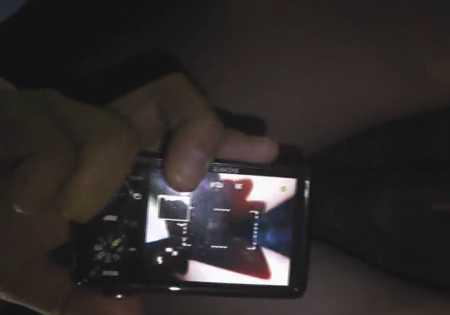 パンチラ盗撮をデジカメ撮影するテクニシャンの痴漢!異変に気付いている子の顔も盗撮