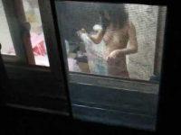窓からきれいなお姉さんの部屋盗撮!彼氏とセックスしたり風呂上りの裸が丸見え