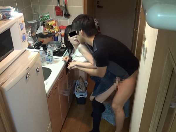 一人暮らしを始めた兄の部屋に通う妹の近親相姦映像8