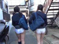 制服娘にお願いしてパンツを見せてもらう!自分でめくってそのまま歩く女の子たち