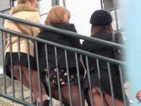 盗撮パンチラ!少しかがんだだけでパンツを見せてくれるミニスカートの女の子たち