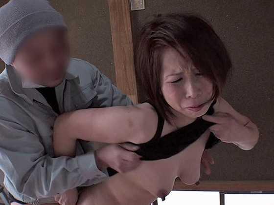 熟女の背後から突然乳揉み、乳首責めレ○プ7