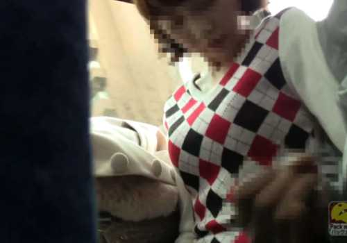 盗撮バス痴漢!座ってる女性の顔の前で突然チ○ポをシゴき出して知らん振り