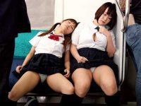 電車内パンチラ盗撮!ミニスカでも隠さず居眠りして生パンツ丸見えの無防備女子たち