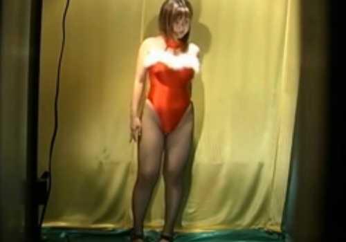 モデル着替え盗撮!ちょいぽちゃ美乳の健康的なカラダ、水着からバニーガールに着替え