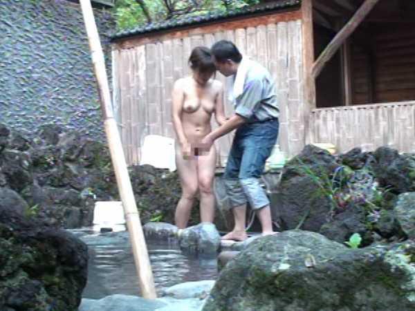 温泉で我慢できずに放尿脱糞!旅館温泉2