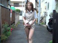 ノーパンOLにスカートをめくったまま歩いてもらう!途中おばちゃんに見られても平気