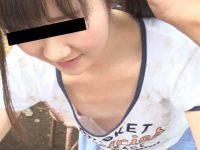 貧乳美少女胸チラ!笑顔でぷっくらピンク乳首を見せる無防備なノーブラ娘
