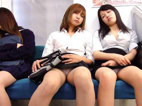 OL電車内居眠り パンチラ-1
