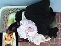 脱ぎ捨て下着盗撮!素人モデルの撮影中に更衣室に忍び込み汚れパンツ調査