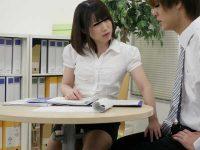 オフィスでこっそり手コキ!二人きりになるとチ〇ポをイジってくる女上司