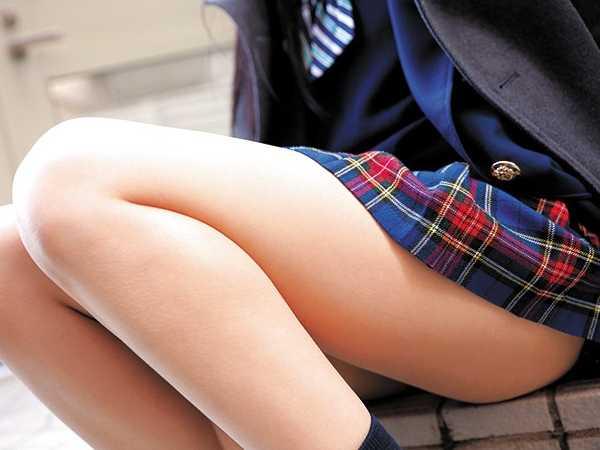 制服美少女のムッチムチふともも-4