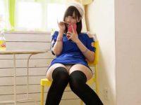 チュニックニーハイパンチラ!座ってるだけでパンツ丸見えの女の子たち