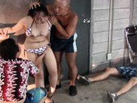 海水浴カップル襲撃レイプ!彼氏の前で容赦なく中出しされる巨乳彼女