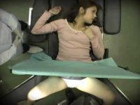 産婦人科の診察でハメられて中出しされてる女!必死で声を出さないように我慢してる