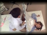 産婦人科の診察で電マを使われ腰を浮かしてイク女!診察に首を傾げるもハメられる