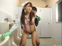 トイレ掃除のかわいいお姉さんを犯す!バックでハメられ口内発射で受け止めてる