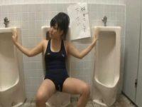 男子トイレで「好きにしてください!」張り紙の前に女の子!助けるつもりだった男に顔射される